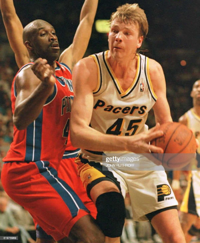Indiana Pacers center Rik Smits 45 starts to dri