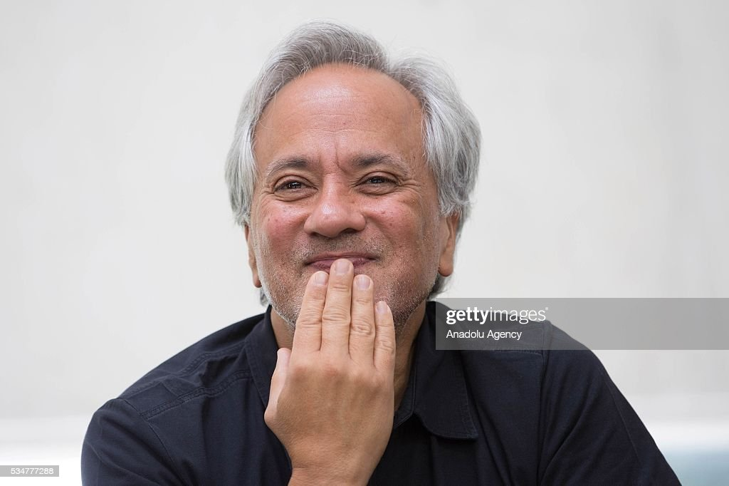 Indian-British sculptor Anish Kapoor attends a press conference prior the exhibition preview of 'Archaeology: Biology' at University Museum of Contemporary Art in Mexico City, Mexico on May 27, 2016. This exhibition offers a wide-ranging perspective on Kapoors workwith sculptures dating from 1980 to 2016.