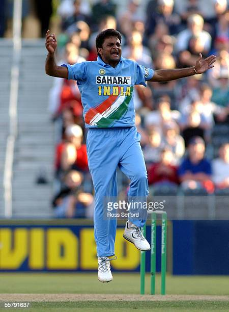 India's Javagal Srinath celebrates the wicket of New Zealand Black Caps Nathan Astle for 32 in the third one day cricket international at Jade...