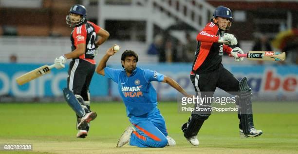 India's Munaf Patel prepares to throw the ball to run out England batsman Graeme Swann as Ravi Bopara looks on during the fourth oneday international...