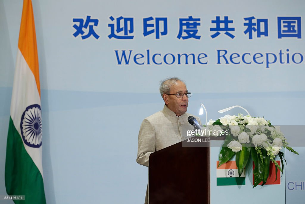 Indias President Pranab Mukherjee delivers a speech at a reception in Beijing on May 25, 2016. / AFP / POOL / JASON LEE
