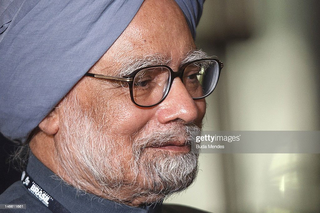 India's Prime Minister Manmohan Singh pose during the UN Conference on Sustainable Development Rio+20 family photo, on June 20, 2012 in Rio de Janeiro, Brazil.