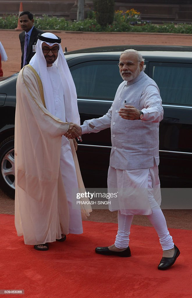 India's Prime Minister Narendra Modi (R) shakes hands with Abu Dhabi's Crown Prince Sheikh Mohammed bin Zayed al-Nahyan during a ceremonial reception in New Delhi on February 11, 2016. The crown prince is on three-day state visit to India until February 12. AFP PHOTO / Prakash SINGH / AFP / PRAKASH SINGH