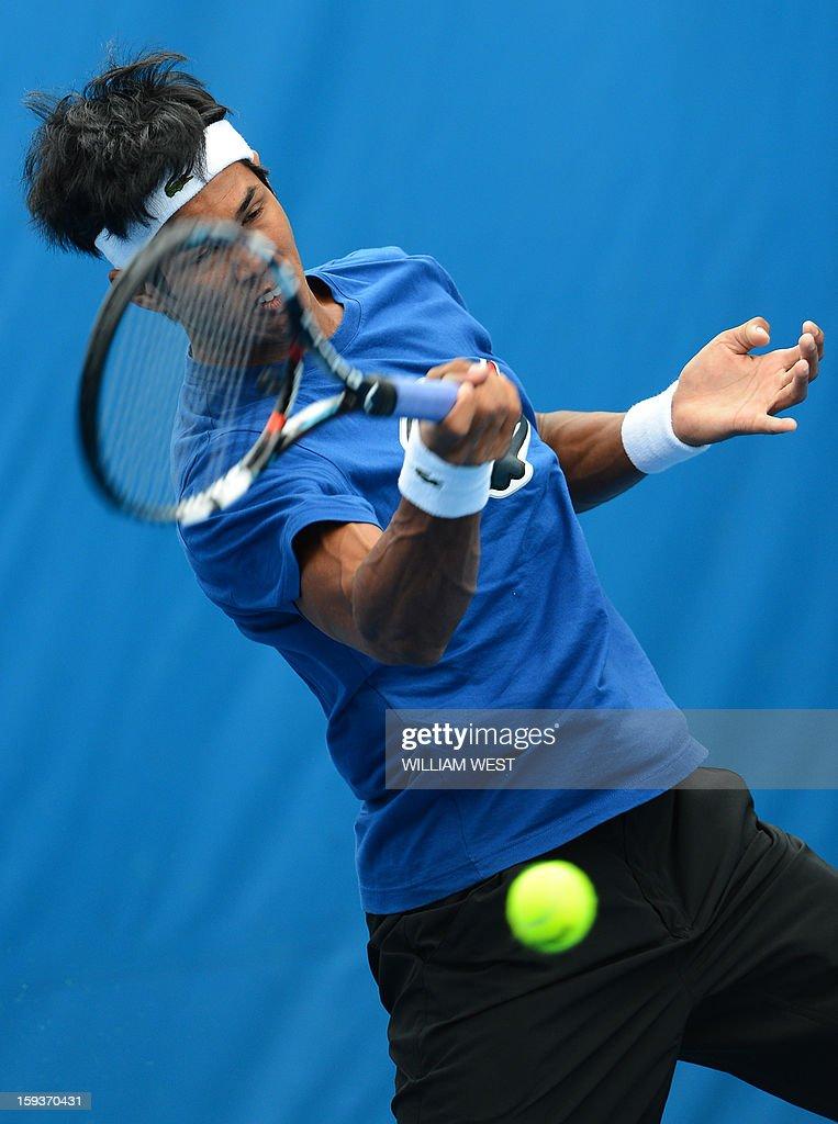 India's Somdev Devvarman plays a return during a practice session ahead of the 2013 Australian Open tennis tournament in Melbourne on January 13, 2013. AFP PHOTO/WILLIAM WEST IMAGE STRICTLY RESTRICTED TO EDITORIAL USE - STRICTLY NO COMMERCIAL USE