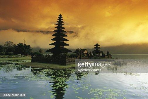 Indonesia, Bali, Temple du Lac Bratan, view across lake : Stock Photo