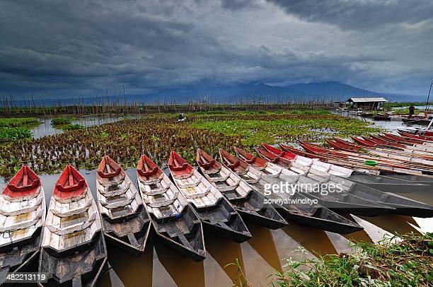 Indonésia, Java Centralindonesia.kgm, Semarangindonesia.kgm, caiaques de madeira em Linha