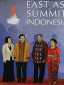 DUA Indonesia Japanese Prime Minister Yoshihiko Noda and his wife Hitomi are received by host Indonesian President Susilo Bambang Yudhoyono and his...