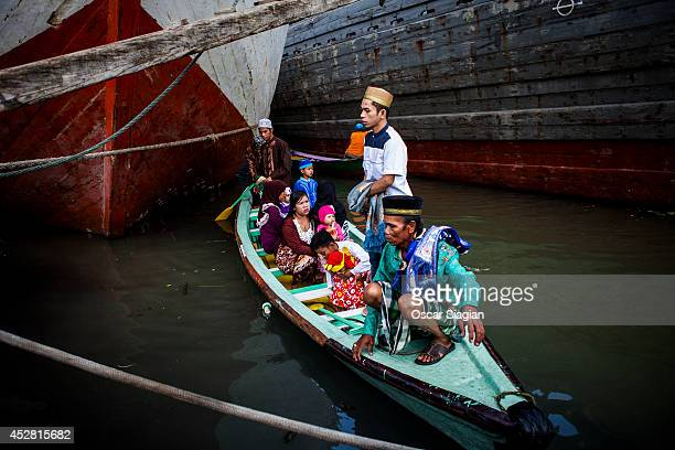 Indonesia Muslim arrives for Eid ElFitr pray at Sunda Kelapa Port on July 28 2014 in Jakarta Indonesia Eid AlFitr marks the end of Ramadan the...