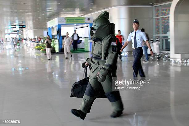 Indonesia Navy Elite bomb squad member seen during the antiterror simulation at Juanda Airport in Surabaya on July 08 2015 in East Java Indonesia The...