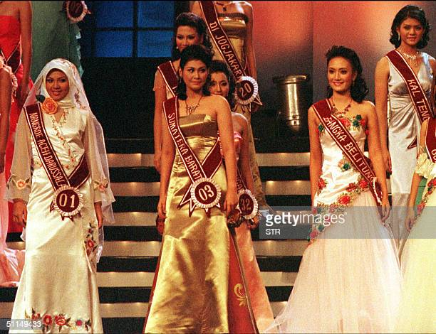 Indonesian Andina Agustina poses along with other contestants of Miss Indonesia 2004 at Jakarta 06 August 2004 The 18yearold Acehnese native...