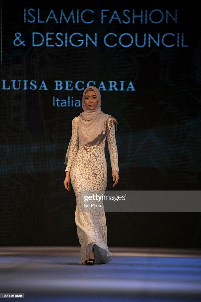 Indonesian Fashion Chamber held the Muslim Fashion Show at Istoran Senayan - Jakarta, on May 26, 2016. The fashion show attended by dozens of designers from Indonesia and foreign country such as Turki, Italia, Uni Emirat Arab, and Russia. The event held from 25-29 May 2016.