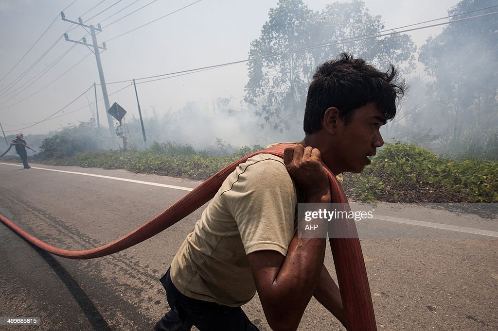 Indonesian firefighters put out massive fire engulfing former peatland forest converted into palm oil plantation in Aceh Jaya district in Indonesia's Aceh province on February 16, 2014. Indonesia, an archipelago of 17,000 islands, is one of the world's biggest carbon emitters because of rampant deforestation. US Secretary of State John Kerry arrived in Indonesia on February 15, 2014 to highlight concerns over climate change, after agreeing with China to boost joint efforts to fight global warming, as China and the United States are the world's two largest emitters of greenhouse gases blamed for global warming, accounting for some 40 percent of total planetary emissions.