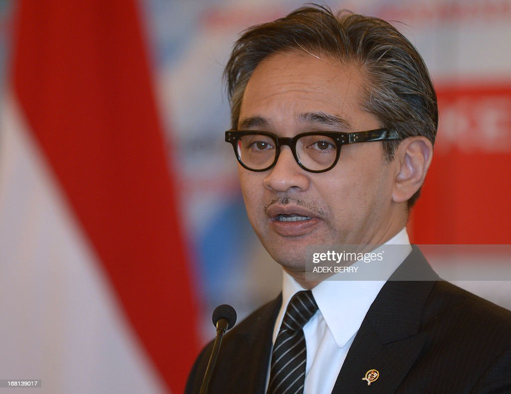 Indonesian Foreign Minister Marty Natalegawa speaks during a press conference at the Foreign Ministry office in Jakarta on May 6, 2013. Indonesia on May 6 summoned the British ambassador in Jakarta to protest after a group supporting the independence of the restive Papua region set up its headquarters in England, the envoy said. AFP PHOTO / ADEK BERRY