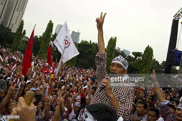 Indonesian frontrunner presidential candidate Joko Widodo addresses supporters during a campaign rally in Jakarta on June 26 2014 The popularity gap...