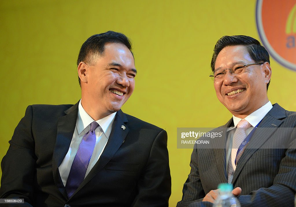 Indonesian Minister of Trade Gita Irawan Wirjawan (L) talks with Minister of Industry and Commerce of the Lao PDR Nam Viyaketh during the inauguration of the 2nd India-ASEAN Business Fair and Business Conclave in New Delhi on December 18, 2012. Trade and commerce ministers from ten ASEAN countries are attending the two-day conference. AFP PHOTO/RAVEENDRAN