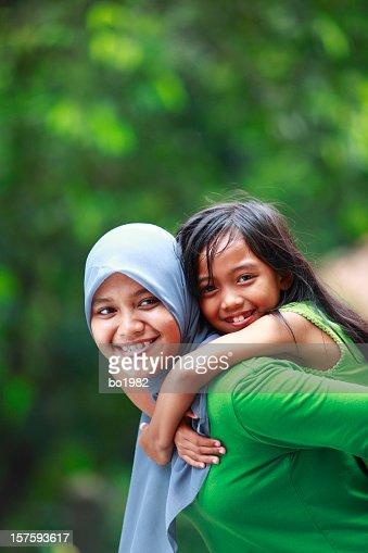 Indonesische Mutter und ihre Tochter