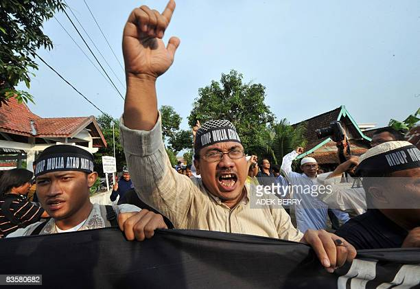 Indonesian Muslim protesters march during a protest in support the convicted three Bali bombers in Tenggulun on November 6 2008 Relatives of two of...