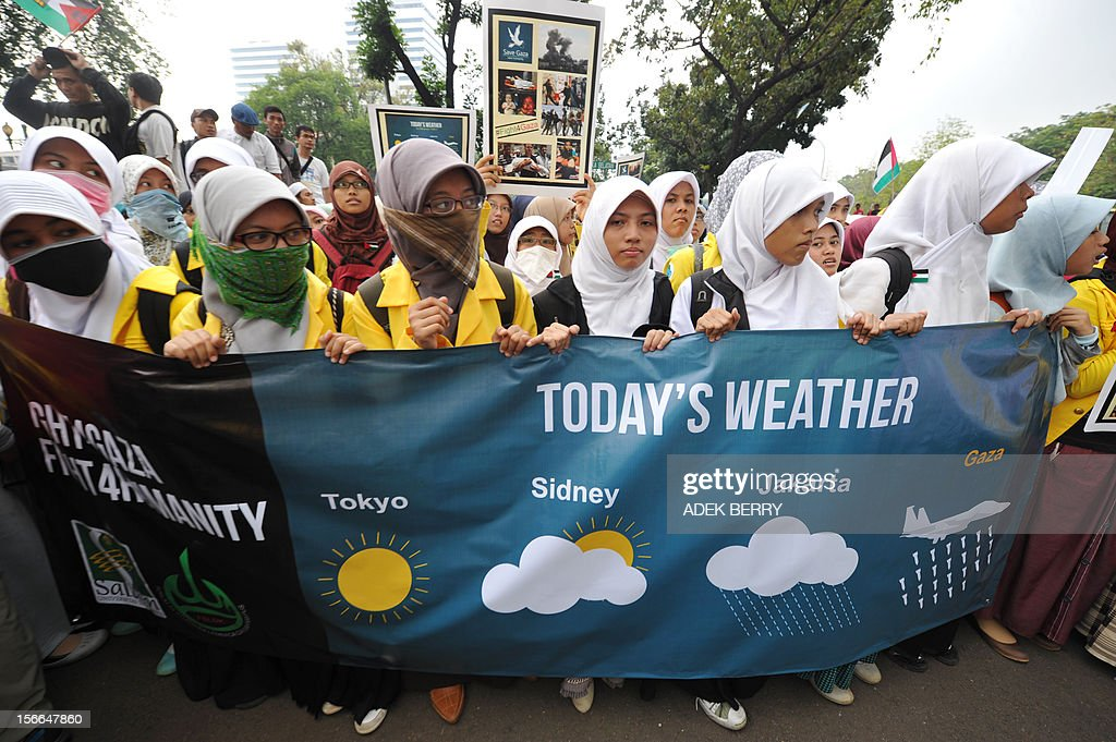 Indonesian Muslim students attend a protest against fresh Israeli air strikes on the Gaza Strip, outside the US embassy in Jakarta on November 18, 2012. About 1,000 students carried Palestinian flags and photographs of destruction and civilian casualties and chanted 'Save Gaza, Save Humanity' outside the US embassy in the capital. AFP PHOTO / ADEK BERRY