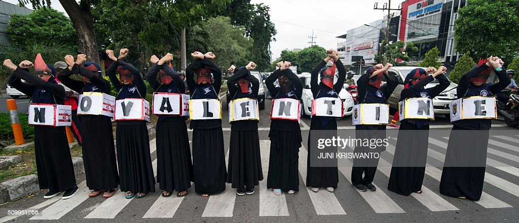 Indonesian Muslim women take part in a protest against the celebration of Valentine's Day in Surabaya, on February 13, 2016. Muslim clerics across Indonesia have warned against celebrating Valentine's Day, which they regard as Western celebration that promotes sex, drinking alcohol and drug use. AFP PHOTO / Juni KRISWANTO / AFP / JUNI KRISWANTO