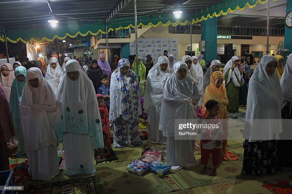 Indonesian Muslims perform prayers after breaking fast at Masjid Jogokariyan, Yogyakarta, Indonesia on June 25, 2016. The Islamic holy month of Ramadan is celebrated by Muslims around the world marked by fasting, abstaining from food, sex and smoking from dawn to dusk.