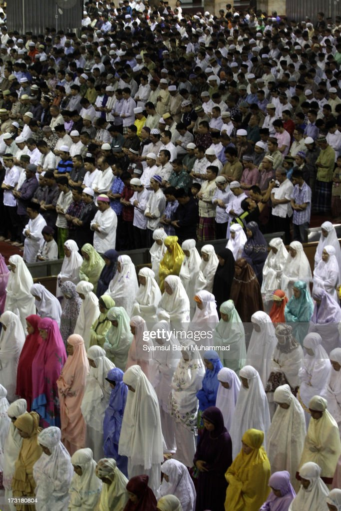 Indonesian Muslims perform prayers known as Tarawih at a mosque on July 9, 2013 in Jakarta, Indonesia. Muslims must fast in the month of Ramadan from dawn until sunset, when they break the fast with the meal known as Iftar, and some also perform Tarawih prayers, which are voluntary.