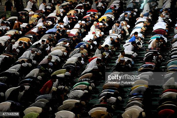 Indonesian Muslims pray in the first Tarawih as Muslims begin fasting for Ramadan at AlAkbar Mosque on June 17 2015 in Surabaya Indonesia Muslims...
