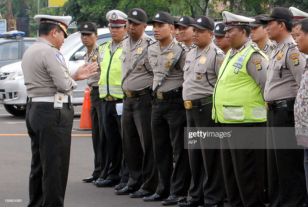 Indonesian police attend their morning briefing before taking part in their duties in Tangerang on November 9, 2012. Overweight policemen in an Indonesian city have been ordered to join an exercise programme as many of them are currently too slow to catch fleeing criminals. AFP PHOTO / Bima SAKTI