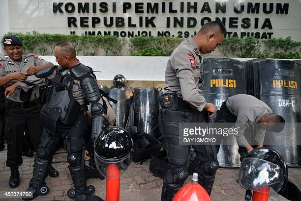 Indonesian police prapare as they take part in a drill at the general election commission building in Jakarta on July 19 2014 ahead of the...