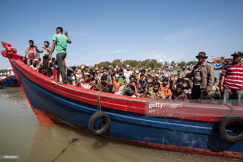 Indonesian policemen evacuate about 80 Rohingya Muslims from Myanmar in Banda Aceh on April 8, 2013. Indonesian police on April 7 detained 80 Rohingya Muslims from Myanmar on a remote island off Sumatra after they had got lost attempting to reach Malaysia, an official said. It was the latest boatload of Rohingya to arrive on the shores of Indonesia, as thousands flee Myanmar after tensions between Muslims and Buddhists exploded in their home state of Rakhine last year. AFP PHOTO / CHAIDEER MAHYUDDIN