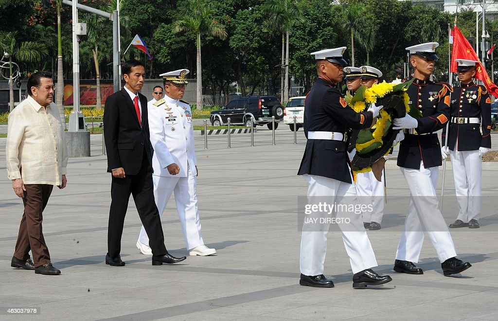 Indonesian President <a gi-track='captionPersonalityLinkClicked' href=/galleries/search?phrase=Joko+Widodo&family=editorial&specificpeople=6657368 ng-click='$event.stopPropagation()'>Joko Widodo</a> (2nd L) attends a wreath laying ceremony next to Manila Mayor <a gi-track='captionPersonalityLinkClicked' href=/galleries/search?phrase=Joseph+Estrada&family=editorial&specificpeople=553277 ng-click='$event.stopPropagation()'>Joseph Estrada</a> (L) at the monument to national hero Jose Rizal in Manila on February 9, 2015. Widodo meets with Philippine President Benigno Aquino at the presidential palace on February 9. AFP PHOTO / Jay DIRECTO