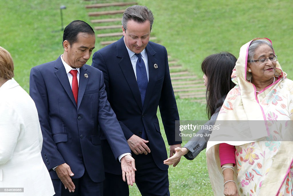 Indonesian President <a gi-track='captionPersonalityLinkClicked' href=/galleries/search?phrase=Joko+Widodo&family=editorial&specificpeople=6657368 ng-click='$event.stopPropagation()'>Joko Widodo</a>, British Prime Minister <a gi-track='captionPersonalityLinkClicked' href=/galleries/search?phrase=David+Cameron+-+Politician&family=editorial&specificpeople=227076 ng-click='$event.stopPropagation()'>David Cameron</a> attend the 'Outreach Session' session on May 27, 2016 in Kashikojima, Japan. In the two-day summit, the G7 leaders are scheduled to discuss the pressing global issues including counter-terrorism, energy policy, and sustainable development.