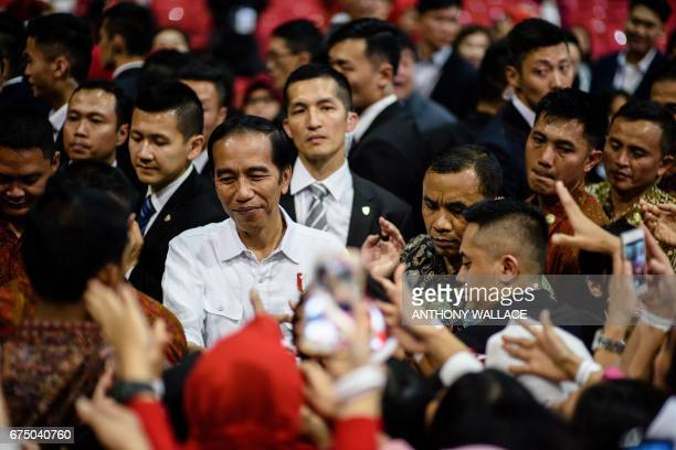Indonesian President Joko Widodo meets workers from Indonesia at an event during his visit to Hong Kong on April 30 2017 / AFP PHOTO / Anthony WALLACE