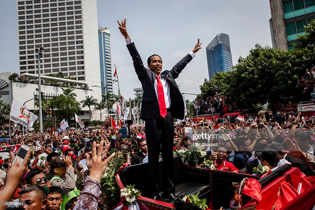 Indonesian President <a gi-track='captionPersonalityLinkClicked' href=/galleries/search?phrase=Joko+Widodo&family=editorial&specificpeople=6657368 ng-click='$event.stopPropagation()'>Joko Widodo</a> wave to crowds while on his journey to Presidential Palace by carriage during the ceremony parade on October 20, 2014 in Jakarta, Indonesia. <a gi-track='captionPersonalityLinkClicked' href=/galleries/search?phrase=Joko+Widodo&family=editorial&specificpeople=6657368 ng-click='$event.stopPropagation()'>Joko Widodo</a> is today sworn in as the president of Indonesia with an inauguration ceremony held in Jakarta. Widodo was the eventual winner of a tightly fought and sometimes controversial election race against opposition candidate Prabowo Subianto. A number of key world leaders will be in attendance including Australia's prime minister Tony Abbott.