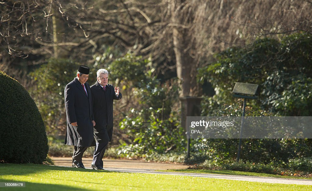 Indonesian President Susilo Bambang Yudhoyono (L) and German President Joachim Gauck (R) talk as they walk through the garden of the presidential Bellevue palace in Berlin, Germany on March 04, 2013. President Yudhoyono arrived in Germany to open the International Tourism Bourse ITB. Indonesia is the 2013 official partner country of the world's leading travel trade show, running from March 6-10, 2013.