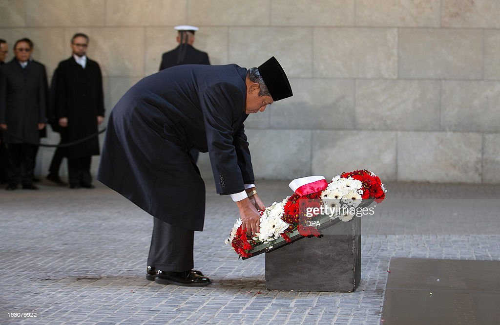 Indonesian President Susilo Bambang Yudhoyono bends during a wreath laying at the Neue Wache, the Memorial for the Victims of War and Tyranny, in Berlin, Germany, on March 4, 2013. President Yudhoyono arrived in Germany to open the International Tourism Bourse ITB. Indonesia is the 2013 official partner country of the world's leading travel trade show, running from March 6-10, 2013.