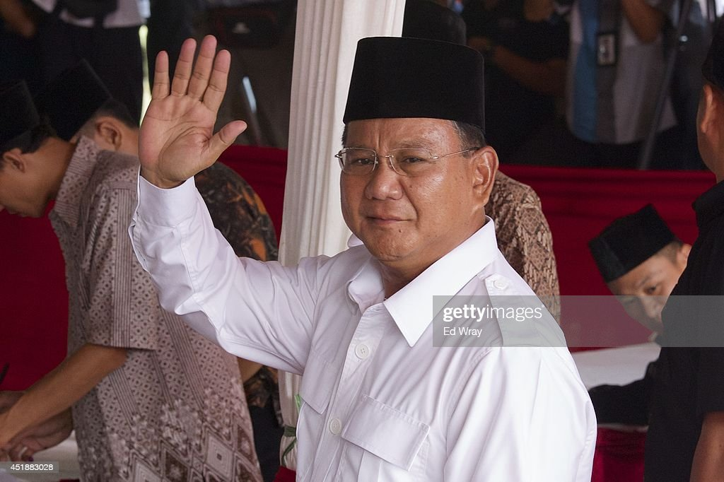 Indonesian presidential candidate <a gi-track='captionPersonalityLinkClicked' href=/galleries/search?phrase=Prabowo+Subianto&family=editorial&specificpeople=3051840 ng-click='$event.stopPropagation()'>Prabowo Subianto</a> waves to supporters as he arrives at his local polling station to vote on July 9, 2014 in Bojong Koneng, Indonesia. Indonesians went to the polls today to vote in the country's presidential election being contested by two candidates - <a gi-track='captionPersonalityLinkClicked' href=/galleries/search?phrase=Prabowo+Subianto&family=editorial&specificpeople=3051840 ng-click='$event.stopPropagation()'>Prabowo Subianto</a>, a former military General and Joko Widodo, the former governor of Jakarta.