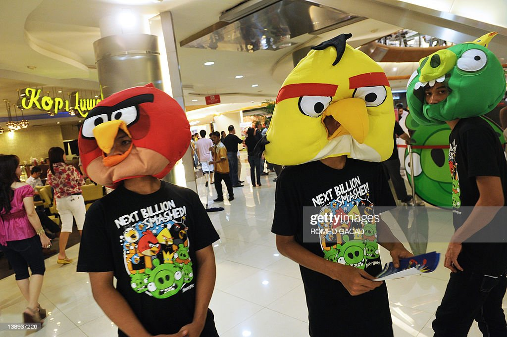 Indonesian staff wear 'Angry Birds' masks to promote the Angry Birds official Facebook launch at a mall in the Indonesian capital city of Jakarta on February 14, 2012. 'Angry Birds', the most-downloaded mobile app of 2011, was catapulted to the world of Facebook on February 14 in a bid by its Finnish maker Rovio to get one billion people playing the addictive game. AFP PHOTO / ROMEO GACAD