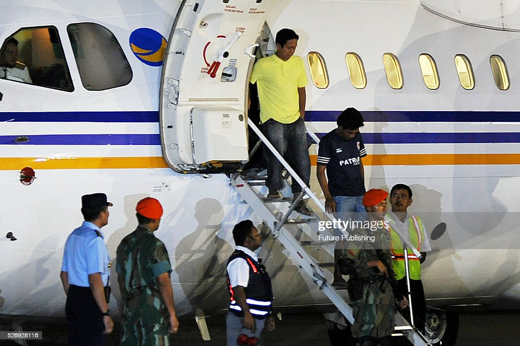 Indonesian tugboat crewmen, who were taken hostage by Abu Sayyaf militants in the Philippines, disembark their plane upon arrival at Halim Perdanakusuma Airbase on May 01, 2016 in Jakarta, Indonesia. The militant group has freed the 10 men who were kidnapped at sea in March in the first of three attacks on tugboats that have sparked a regional maritime security alarm. Jefta Images / Barcroft Images hello@barcroftmedia.com - +1 212 796 2458 +91 11 4053 2429