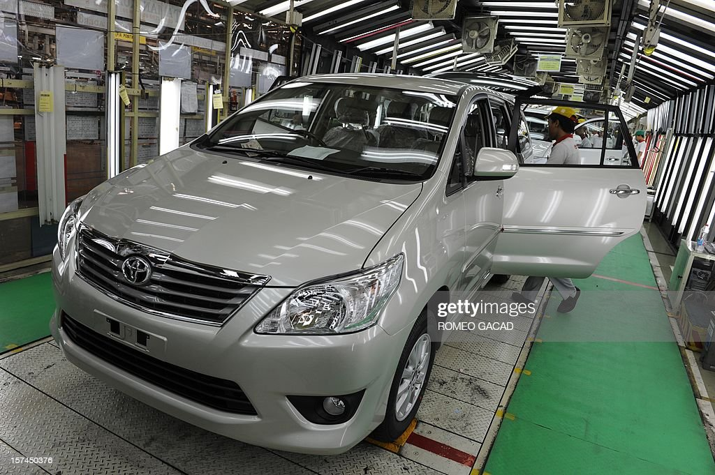 Indonesian workers inspect Toyota vehicles at the assembly line of Toyota Motor's Indonesian unit, Toyota Motor Manufacturing Indonesia (TMMIN) plant in Karawang industrial center outside Jakarta on December 3, 2012. Japan's Toyota group announced in Tokyo on November 10, 2012 that it will invest about 1.3 billion USD over the next five years in expanding its vehicle production in Indonesia. Toyota Motor and its five affiliated firms are making the move 'considering the remarkable growth of the (Indonesian) market in recent years.' AFP PHOTO / ROMEO GACAD