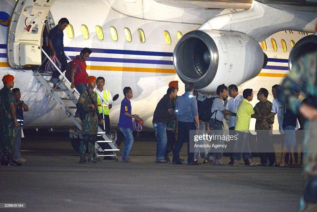 Indonesians kidnapped by Philippine rebel group Abu Sayyaf, disembark a plane as they arrive at the Halim Perdanakusuma Airport in Jakarta, Indonesia, 01 May 2016. Rebel group Abu Sayyaf has released 10 Indonesians it was still holding captive.