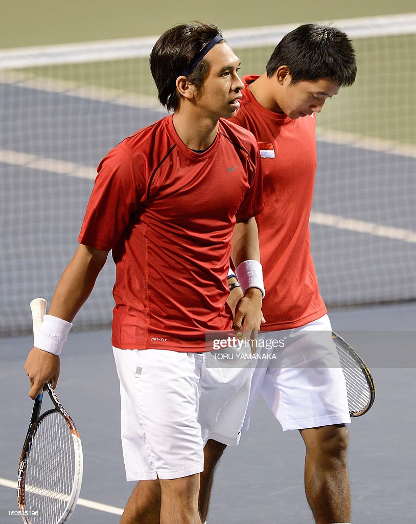 Indonesia's Christopher Rungkat (L) and his partner Elbert Sie (R) react after they lost a point against Japan's Tatsuma Ito and Yasutaka Uchiyama during their men's doubles tennis match at the Davis Cup Asia-Oceania Zone Group I first-round tie on February 2, 2013. Japanese pair won Indonesian pair 6-4, 5-7, 2-6, 7-5, 6-2. AFP PHOTO/Toru YAMANAKA
