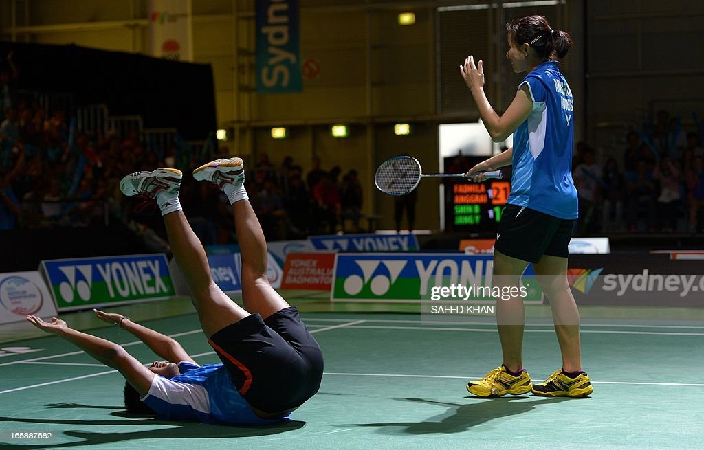 Indonesia's Irfan Fadhilah (L) and Weni Anggraini (R) celebrate their victory over South Korea's Shin Baek Choel and Jang Ye Na in the mixed doubles final at the Yonex Australian Badminton Open in Sydney on April 7, 2013. AFP PHOTO / Saeed KHAN USE