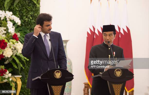 Indonesia's President Joko Widodo and Emir of Qatar Tamim bin Hamad alThani brief journalists during a joint press conference at the presidential...