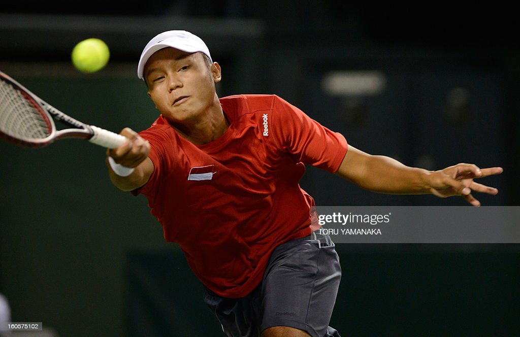 Indonesia's Wisnu Adi Nugroho stretches for the ball from Japan's Yasutaka Uchiyama during their men's singles match at the Davis Cup Asia-Oceania Zone Group I first-round tie in Tokyo on February 3, 2013. AFP PHOTO/Toru YAMANAKA