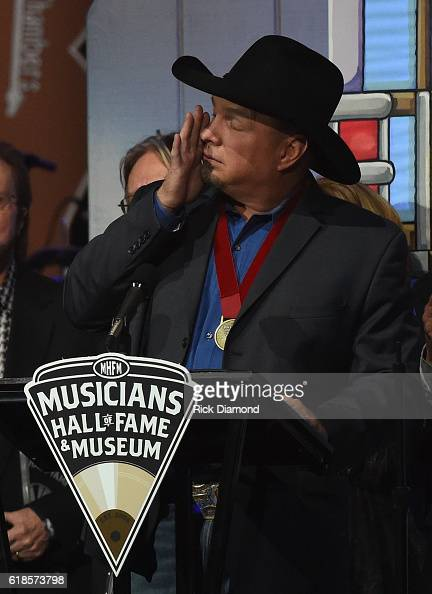 Inductee Garth Brooks attends the Musicians Hall Of Fame 2016 Induction Ceremony Show at Nashville Municipal Auditorium on October 26 2016 in...