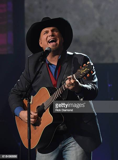 Inductee Garth Brooks performs during the Musicians Hall Of Fame 2016 Induction Ceremony Show at Nashville Municipal Auditorium on October 26 2016 in...