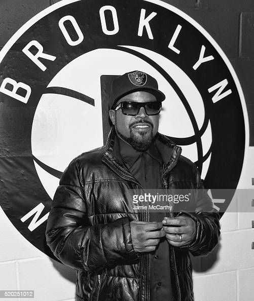 Inductee Ice Cube of NWA poses backstage at the 31st Annual Rock And Roll Hall Of Fame Induction Ceremony at Barclays Center of Brooklyn on April 8...