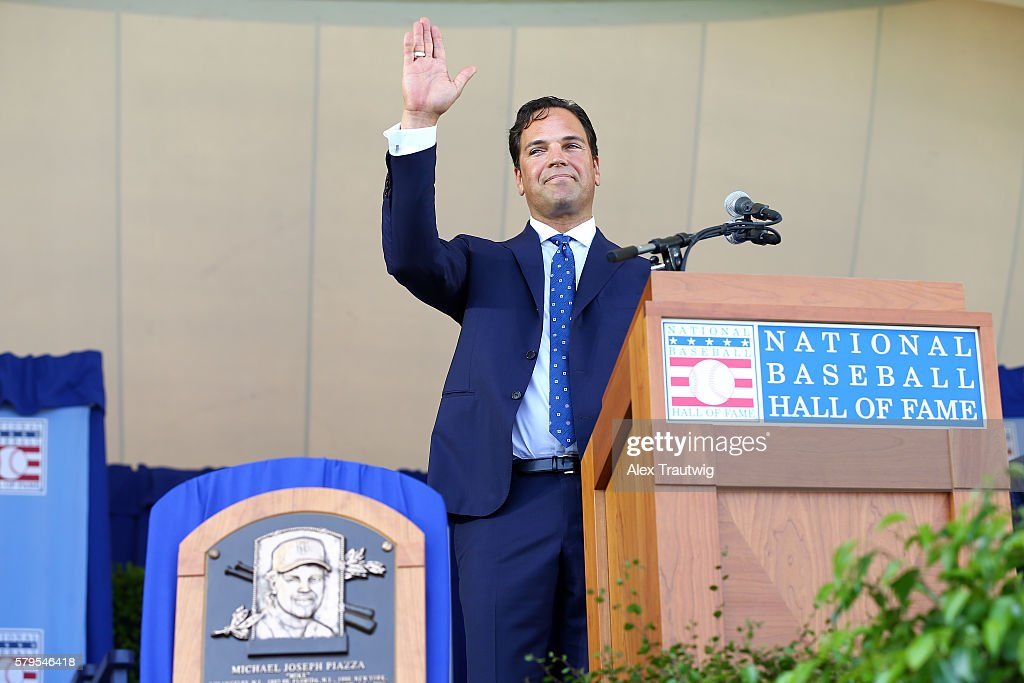 Inductee Mike Piazza waves to the crowd following his speech during the 2016 Hall of Fame Induction Ceremony at the National Baseball Hall of Fame on...