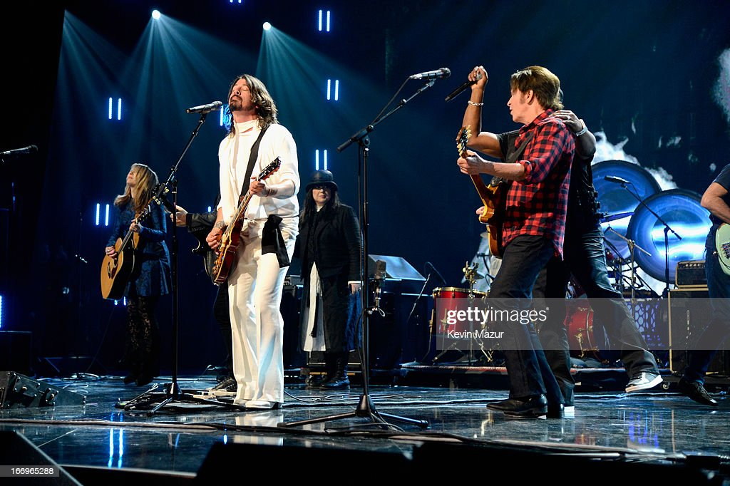Inductee Nancy Wilson musician Dave Grohl inductee Ann Wilson and musician John Fogerty perform onstage during the 28th Annual Rock and Roll Hall of...