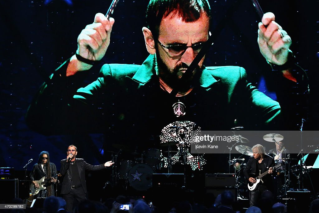 Inductees and musicians perform songs by Ringo Starr onstage during the 30th Annual Rock And Roll Hall Of Fame Induction Ceremony at Public Hall on April 18, 2015 in Cleveland, Ohio.
